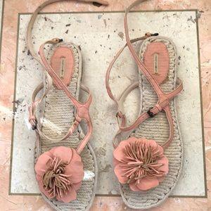 Flat flowered sandals